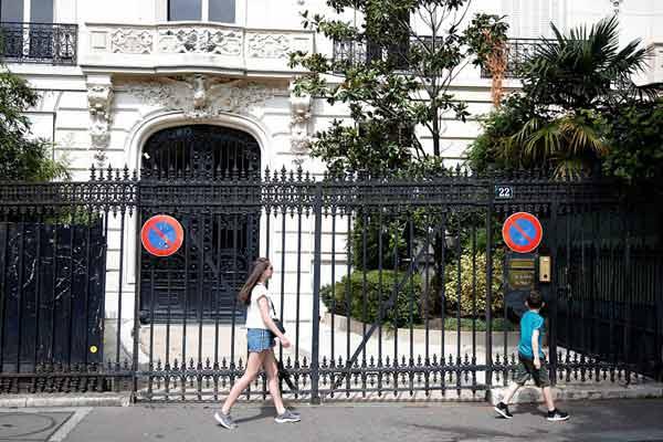 法国部长呼吁政府对美富翁爱泼斯坦展开调查
