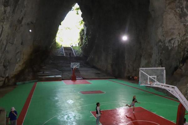 探访贵州纳雍溶洞篮球场