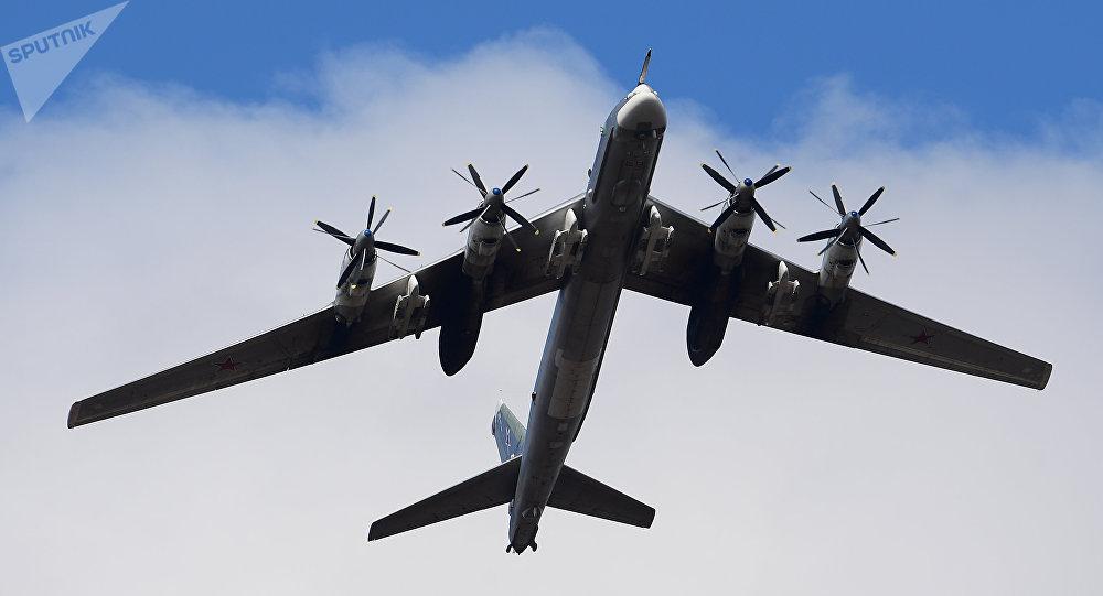 俄軍圖95戰略轟炸機遠航訓練 北約F-16伴飛監視