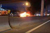 特斯拉撞车起火两次爆炸
