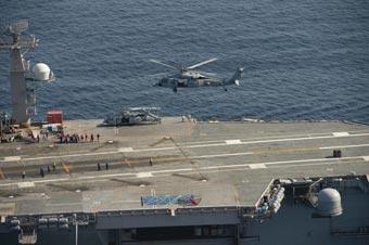不怕炸么?美军直升机捞起鱼雷直接扔航母甲板上