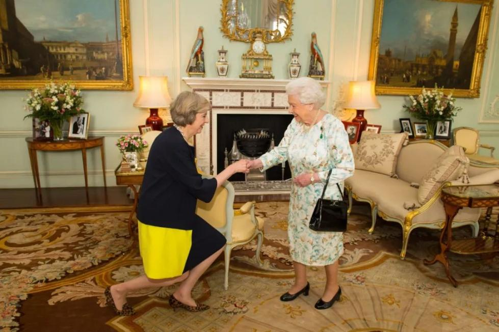 """英女王成为舆论焦点 英国这是要甩""""王炸""""?"""