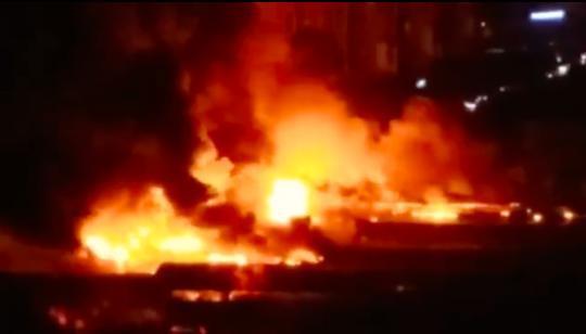 云南昆明一汽修厂着火,消防:火势已基本控制,暂无人员伤亡