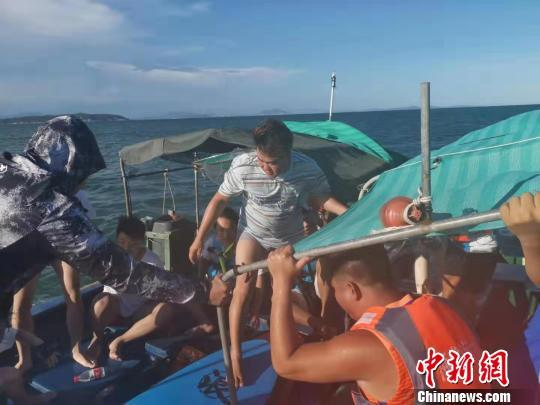 五名游客三亚划冲浪板出海遇险获救