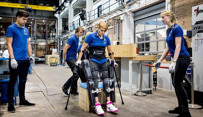 荷兰学生展示半机械人奥运会参赛作品