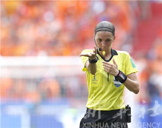 法国女裁判弗拉帕尔:执法欧洲超级杯是巨大荣耀