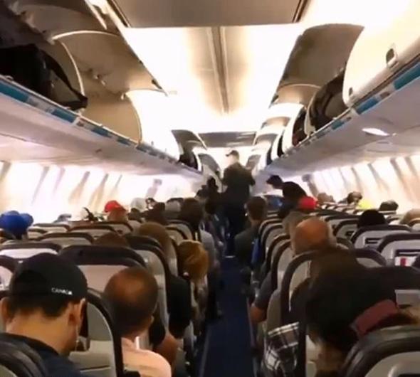 加拿大乘客下飞机秩序井然 文明行为引热议