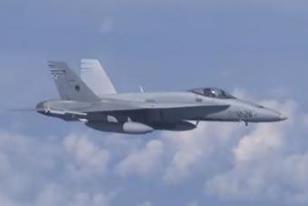 北约F-18骚扰俄国防部长专机 被俄空军苏-27驱离