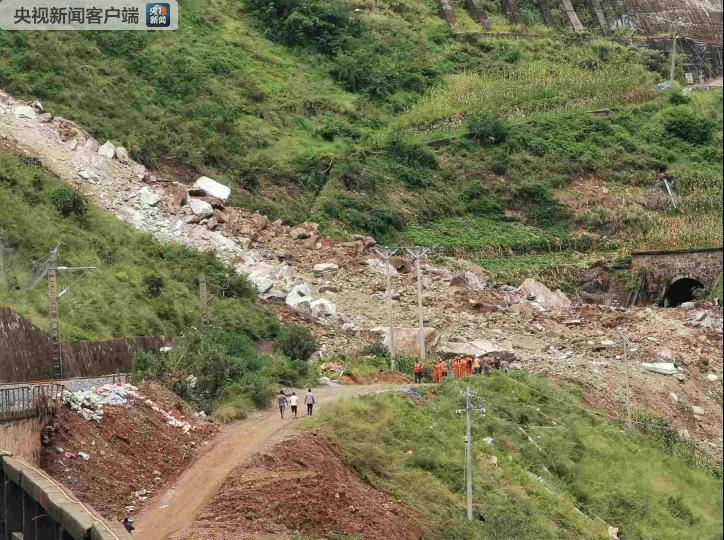 成昆铁路甘洛段突发山体崩塌,24人遇险其中11人获救