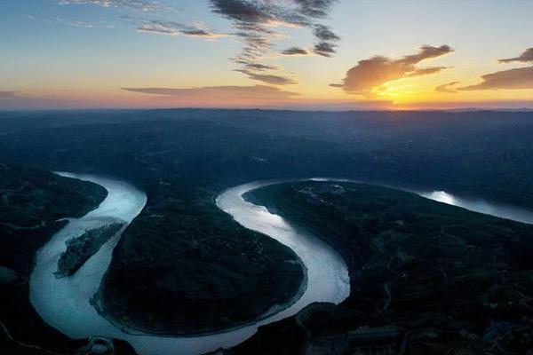 航拍黄河:壮美乾坤湾