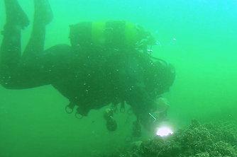"""潜水员探访""""沉没之城"""" 曾因地震沉入海底"""