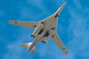 俄最先进战略轰炸机飞行6000公里横跨俄罗斯