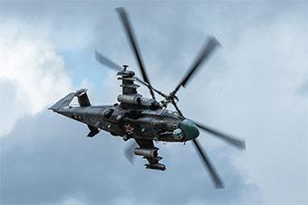 航空飞镖赛上俄飞行展示 空军主力装备全上阵
