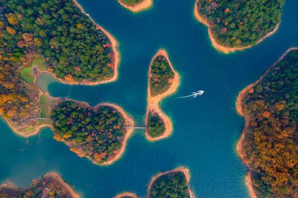 千岛湖 心灵的绿洲:蓝天白云绿水青山 尽显生态和谐之美