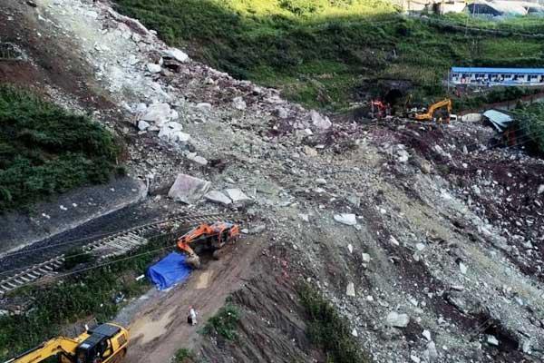 探访成昆铁路甘洛段岩体垮塌救援现场
