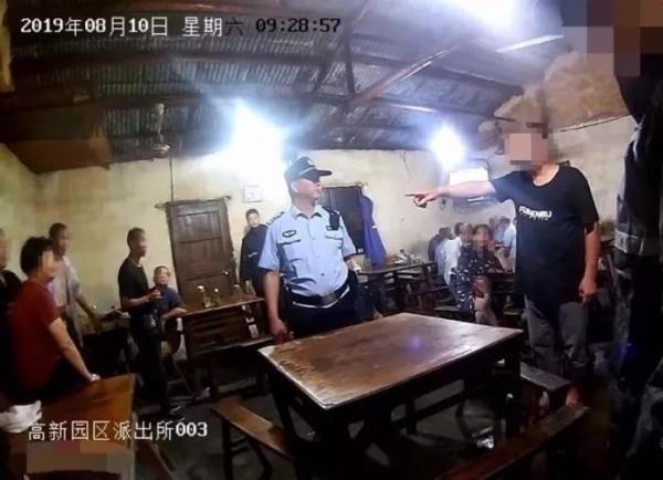 17名警力从抗台一线赶来却扑空:男子台风天报假警被行拘