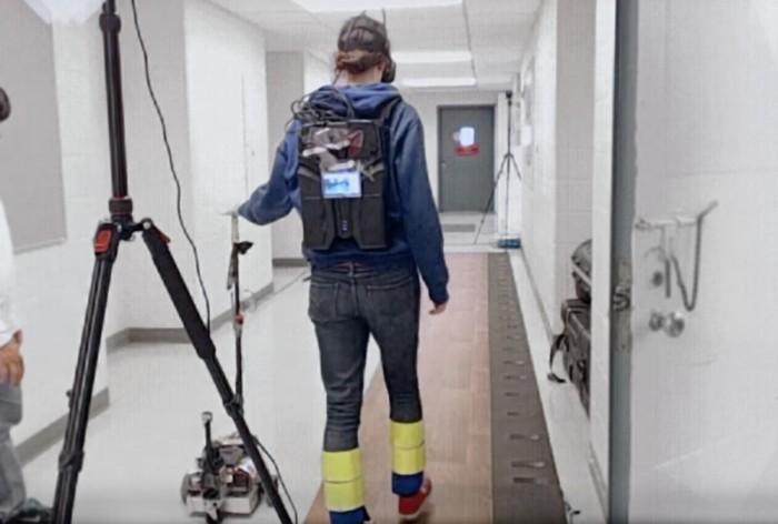 Canine机器人伴侣手杖通过友好触感助老年人行走
