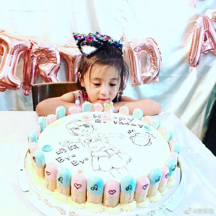 咘咘四岁生日甜美似公主 带领妹妹戒奶获贾静雯大赞
