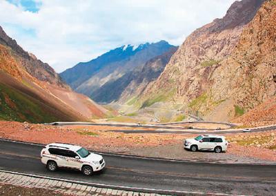 新疆独库公路:十里不同天 一步一换景
