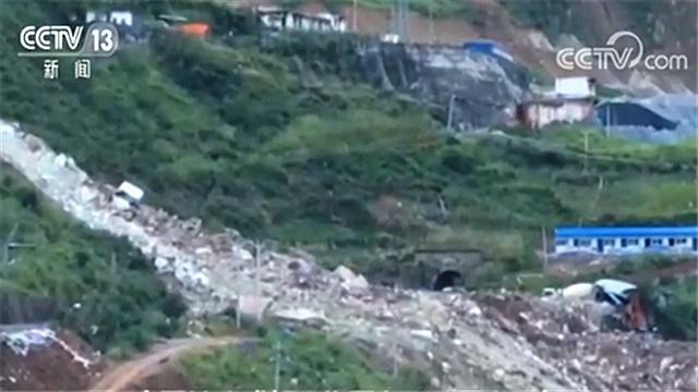 四川甘洛山体崩塌 遇险人员讲述事发一幕:就两秒钟太恐怖了