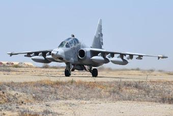 秘鲁空军举行演习 苏-25战机涂装奇特差点认不出