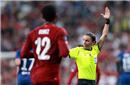 女主裁历史性首秀!2次巨大争议 漏判利物浦点球