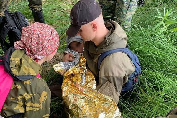 奇跡!俄羅斯3歲男孩叢林中走失 獨自生存兩夜后被找到