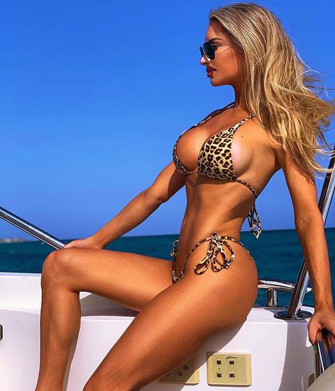 美女子被稱世界最性感垂釣者 穿比基尼捕魚引追捧