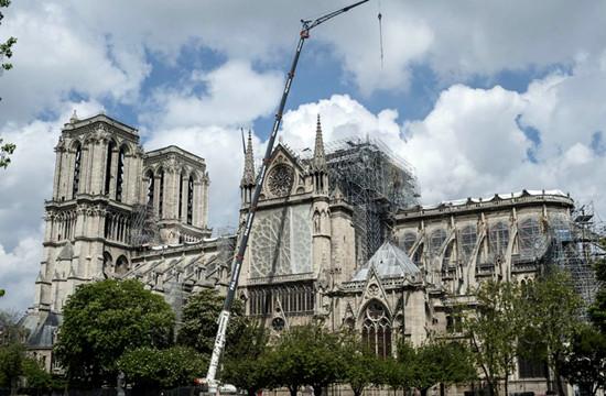 重建工作困难重重 巴黎圣母院石块掉落仍有倾塌风险