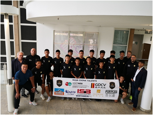 撑起中国天才少年的足球梦想
