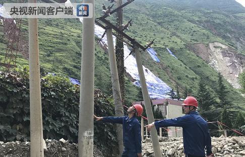 成昆铁路隧洞岩体崩塌:电力线路受损 经抢修已基本恢复供电
