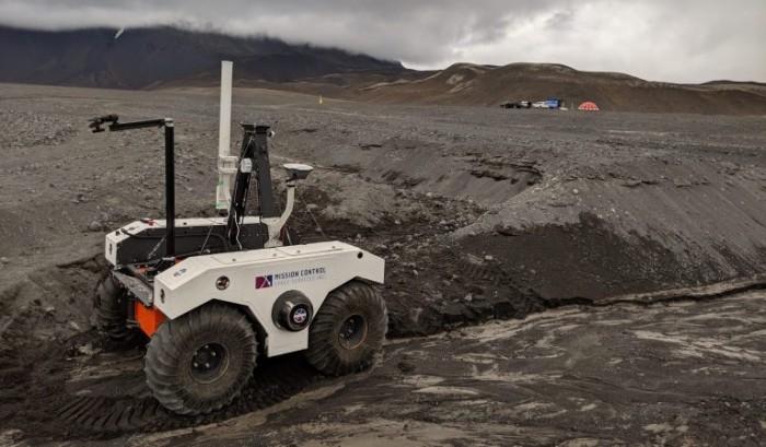 NASA团队在具有与火星相似地形的冰岛熔岩场测试火星车原型
