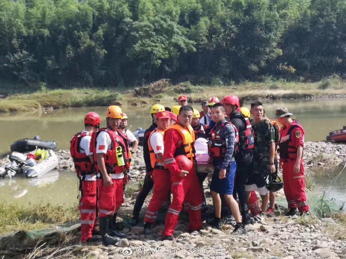 浙江安吉消防队员吕挺救起一名落水者后被流水冲走,英勇牺牲