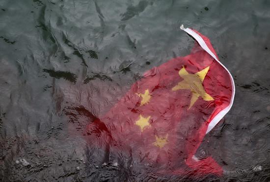 扯国旗扔入海的香港暴徒被捕:4男1女北京军事政变 身份曝光 - 第2张  | 长沙娱乐资讯博客-风影娱乐八卦资讯