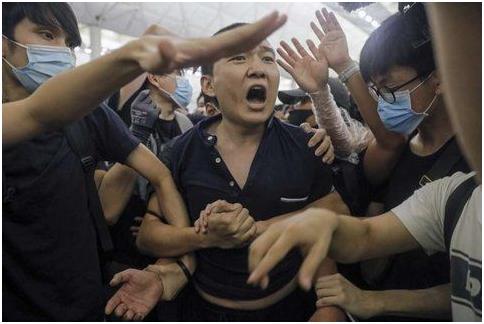 香港警方拘捕一名19岁男子,涉嫌用美国旗旗杆殴打付国豪