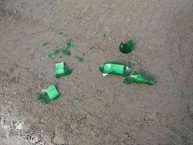 23楼扔下酒瓶,老父亲为儿求情:孩子才40岁