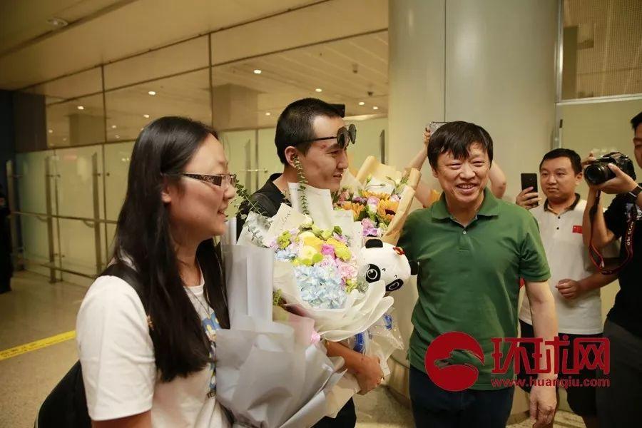 付国豪今天回到北京,环球时报总编辑胡锡进等多人迎接