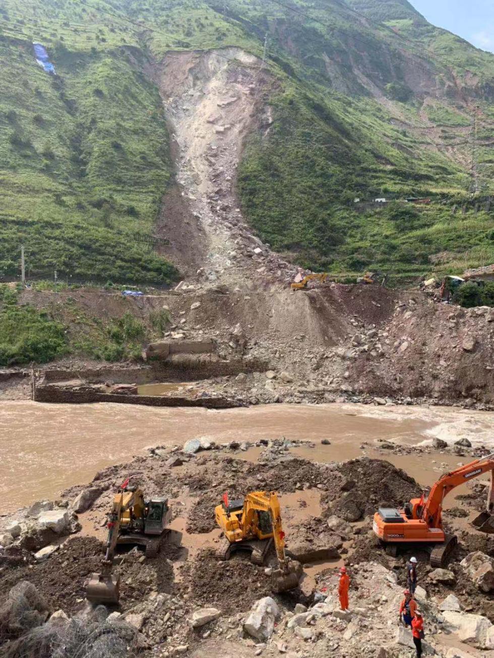 成昆铁路甘洛段山体崩塌救援现场发现一具疑似失联人员遗体