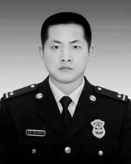 为营救落水群众,浙江湖州消防指挥员吕挺牺牲