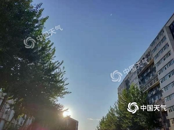 北京周末凉风送爽 天气晴朗适宜外出