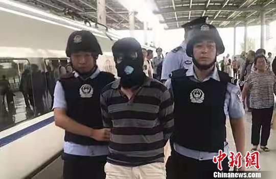 甘肃警方今年抓获在逃人员4863名 破获26年前命案积案