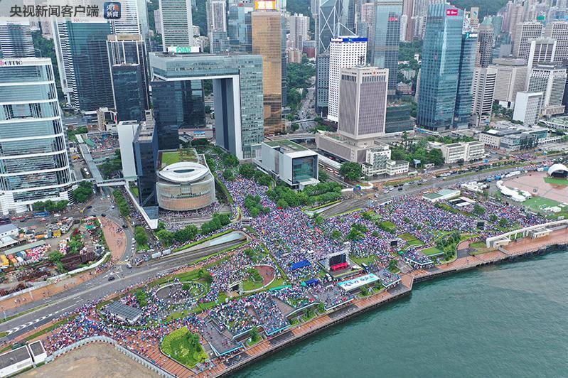一目了然!对比图展示谁是真爱香港!