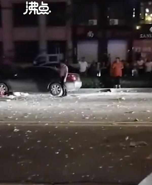 辽宁北票市一餐馆昨晚发生液化气爆炸,致4死16伤