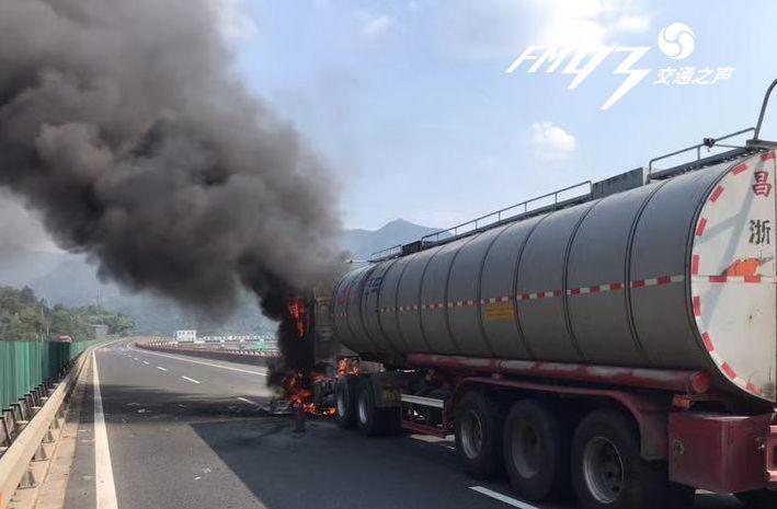 大火烤着几百升的柴油,随时有可能发生爆炸!