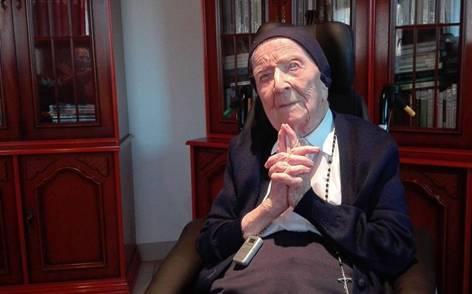 115岁法国修女成欧洲长寿冠军:巧克力是我最爱