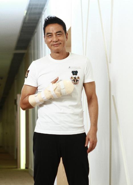 任达华右手手指永留刀疤 难以完全康复至受伤前