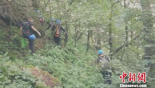 上海一游客河南灵宝登山失联数十日 救援仍在进行中