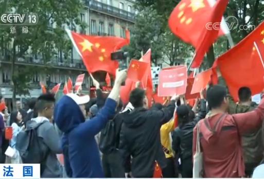 留学生和华侨在巴黎举行集会 抵制香港激进分子宣传