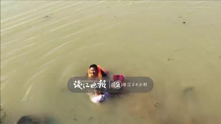 来不及悲伤!刚经历队友牺牲的杭州消防员,又跳河里救人……