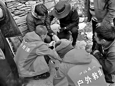 四姑娘山景区开出首张有偿救援罚单 一男子被罚2000元